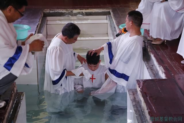 基督,哈利路亚天使高声唱,蒙救赎的圣徒列队向前行,高唱得胜诗歌多